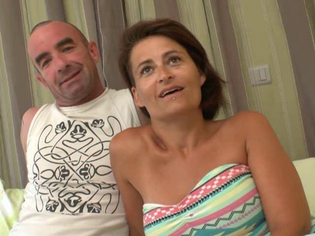 Un couple amateur passe commande pour un gang bang pour madame