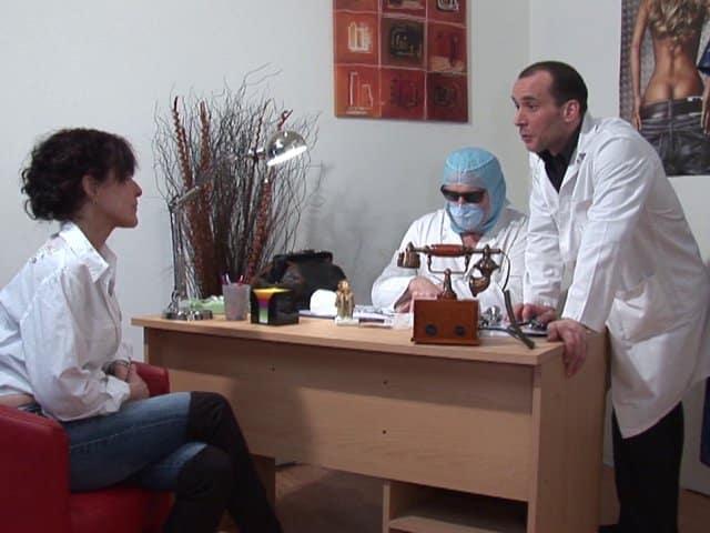 Joyce profite de deux experts en anatomie