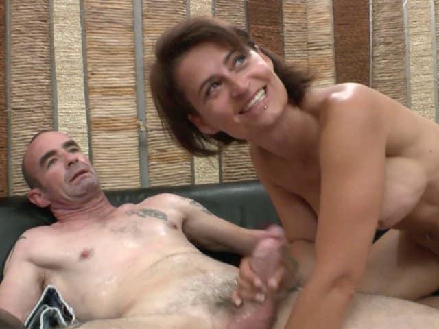 Un couple mature tourne une vidéo porno