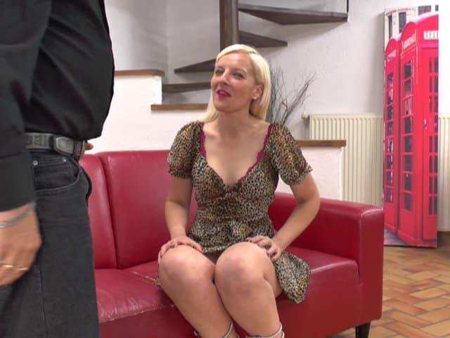 Pam vient tout droit de Lille, elle teste le porno