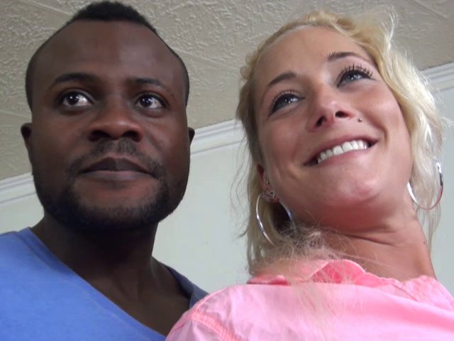 Une sublime blonde de Montpellier venue pour de la baise interraciale