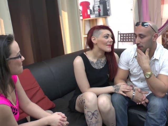 Une belle cochonne Française tatouée se paie une bonne sodo